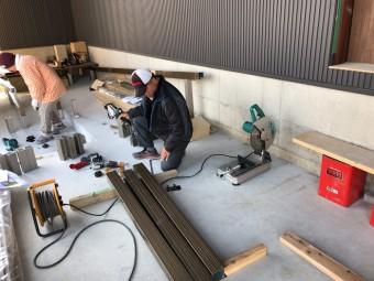 岡崎市・豊田市で注文住宅、新築一戸建てをてがける共感住宅レイアウトが岡崎市で建築中の家のウッドデッキ