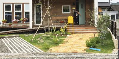 共感住宅レイアウトの注文住宅、岡崎市・Hさま邸の素敵なお庭と外観の写真