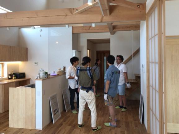 幸田町の注文住宅、完成見学会の様子。内観はシンプルで開放的