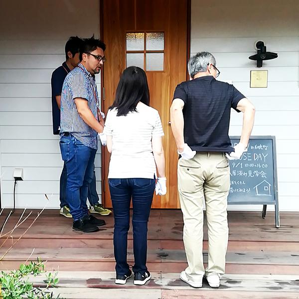 両親も見学会へ参加|岡崎市・豊田市を中心に注文住宅、新築一戸建てを手掛ける工務店の共感住宅レイアウト