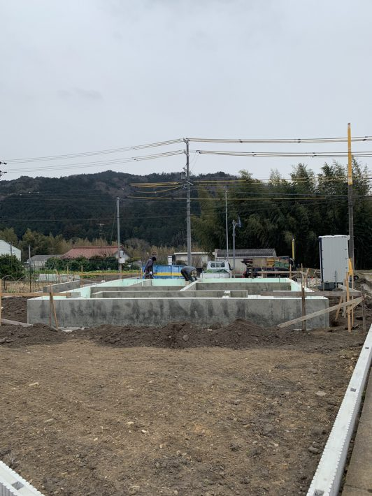 基礎が完成|岡崎市・豊田市を中心に注文住宅、新築一戸建てを手掛ける共感住宅ray-out(レイアウト)