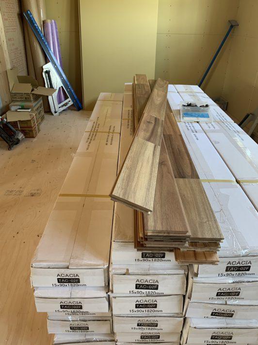 フローリングの床材到着|岡崎市・豊田市を中心に注文住宅、新築一戸建てを手掛ける共感住宅ray-out(レイアウト)