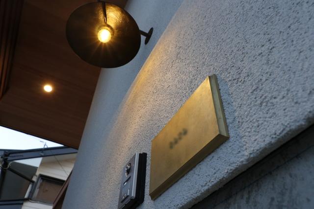 共感住宅レイアウト、岡崎市でのイベントは、真鍮のネームプレートがおしゃれな可愛いおうちです。